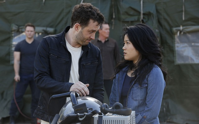 Jadyn Wong and Eddie Kaye Thomas as Quinn and Toby on 'Scorpion'
