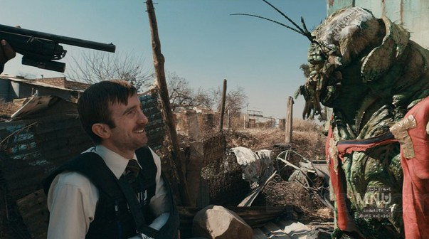 Wikus van de Merwe and an Alien in District 9