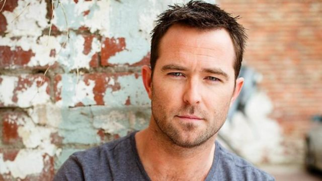 Sullivan Stapleton wife, body, married, teeth, Net worth